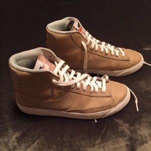 Nike men's Leather hi tops size 6